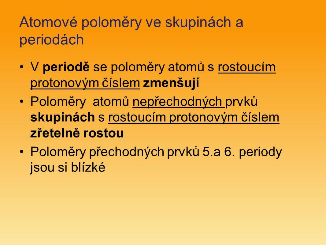 Atomové poloměry ve skupinách a periodách V periodě se poloměry atomů s rostoucím protonovým číslem zmenšují Poloměry atomů nepřechodných prvků skupin