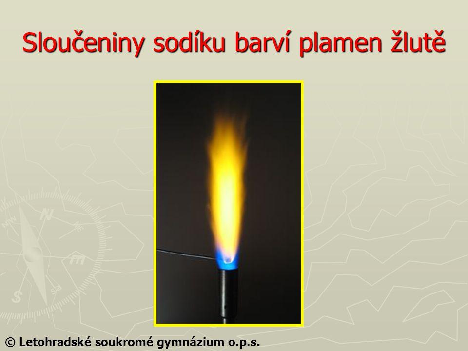 Sloučeniny sodíku barví plamen žlutě © Letohradské soukromé gymnázium o.p.s.