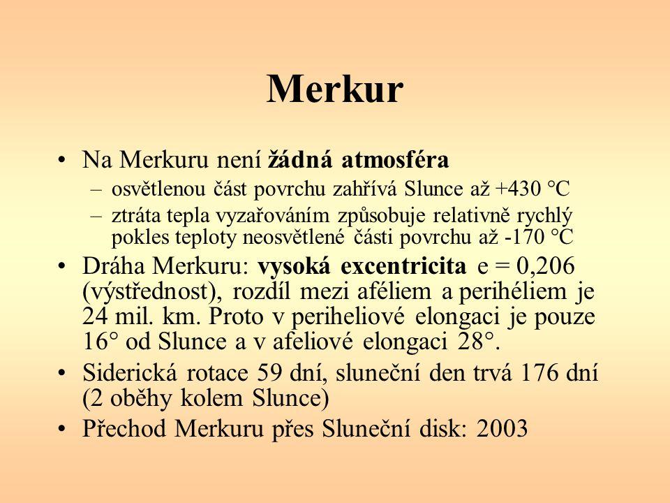 Merkur Na Merkuru není žádná atmosféra –osvětlenou část povrchu zahřívá Slunce až +430 °C –ztráta tepla vyzařováním způsobuje relativně rychlý pokles