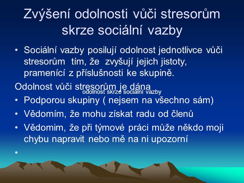 Zvýšení odolnosti vůči stresorům skrze sociální vazby Sociální vazby posilují odolnost jednotlivce vůči stresorům tím, že zvyšují jejich jistoty, pram