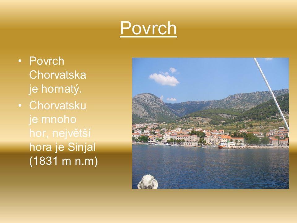 Povrch Povrch Chorvatska je hornatý. Chorvatsku je mnoho hor, největší hora je Sinjal (1831 m n.m)