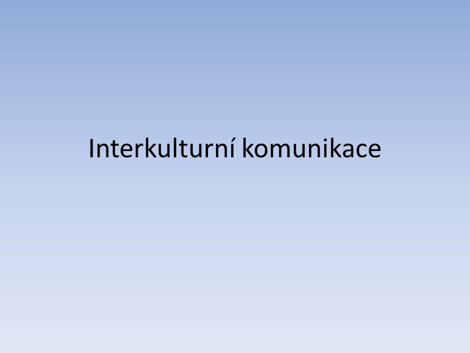Procesy interakce a sdělování v nejrůznějších typech situací, při nichž jsou komunikujícími partnery příslušníci jazykově a nebo kulturně odlišných etnik, národů, rasových či náboženských společenství (Průcha, 2010) Je determinována specifičnostmi jazyků, kultur, mentalit a hodnotových systémů komunikujících partnerů