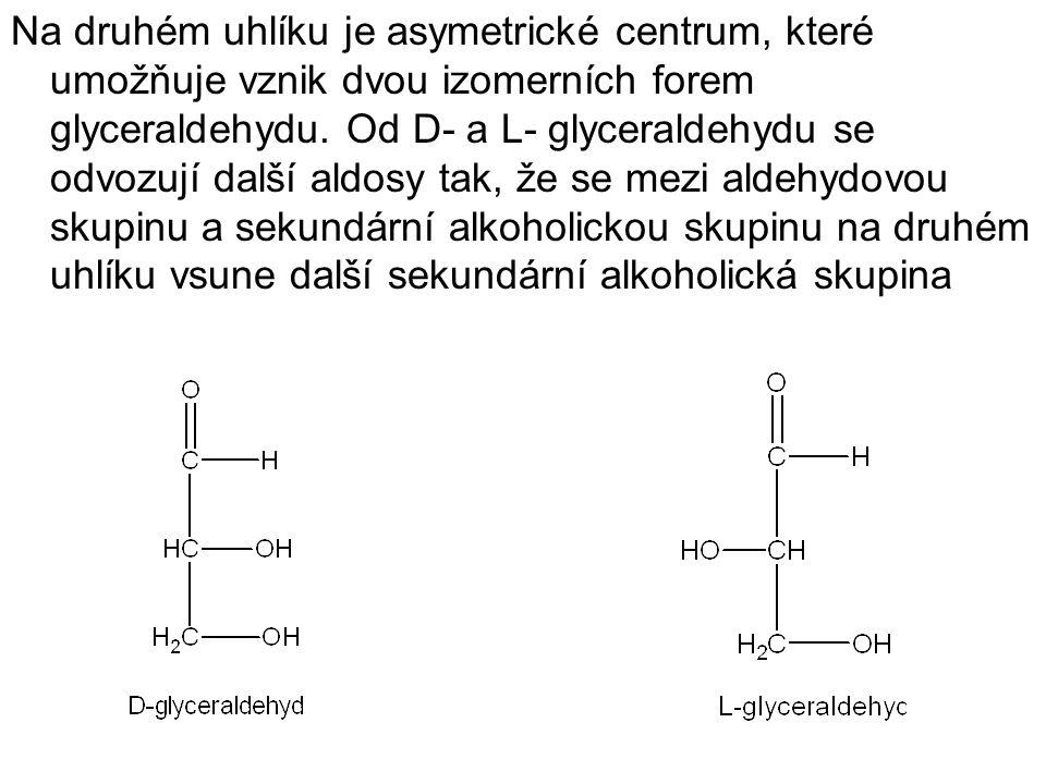 Na druhém uhlíku je asymetrické centrum, které umožňuje vznik dvou izomerních forem glyceraldehydu. Od D- a L- glyceraldehydu se odvozují další aldosy