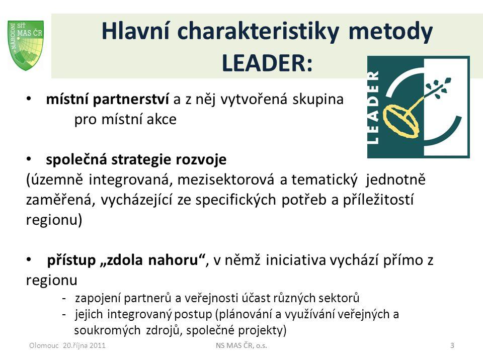"""Olomouc 20.října 2011NS MAS ČR, o.s.44 Hlavní charakteristiky metody LEADER: decentralizované rozhodování o financování projektů jednotlivých místních žadatelů a jejich řízení """"vlastními silami inovativnost v řešení, tj."""
