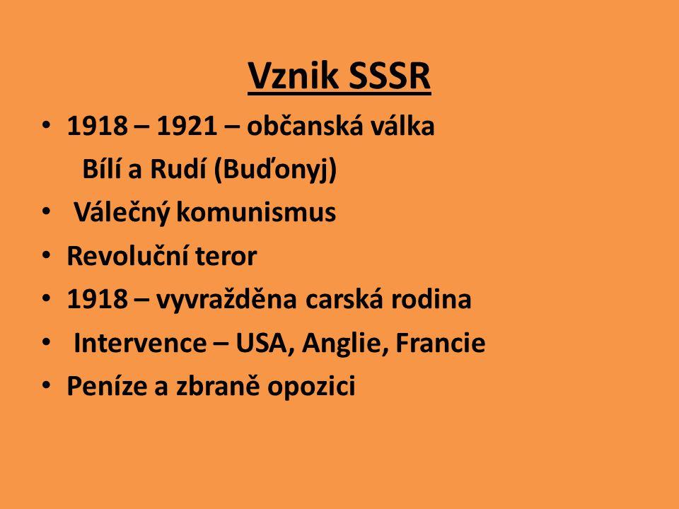 Vznik SSSR 1918 – 1921 – občanská válka Bílí a Rudí (Buďonyj) Válečný komunismus Revoluční teror 1918 – vyvražděna carská rodina Intervence – USA, Ang