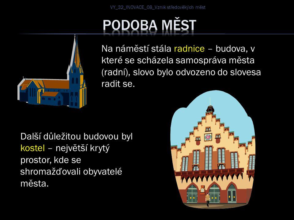 Na náměstí stála radnice – budova, v které se scházela samospráva města (radní), slovo bylo odvozeno do slovesa radit se. Další důležitou budovou byl
