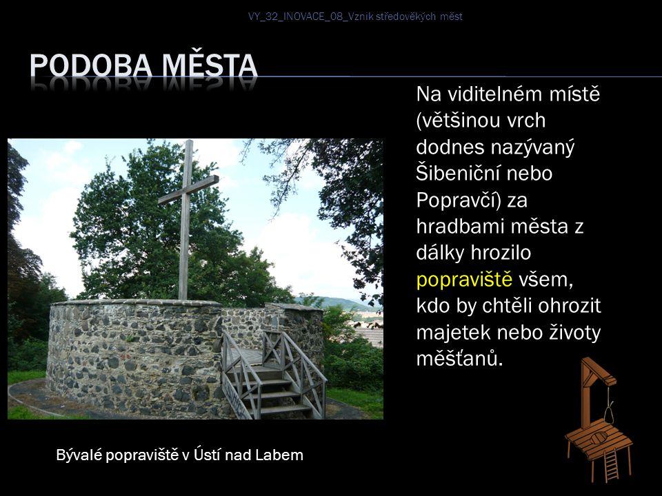 Na viditelném místě (většinou vrch dodnes nazývaný Šibeniční nebo Popravčí) za hradbami města z dálky hrozilo popraviště všem, kdo by chtěli ohrozit majetek nebo životy měšťanů.