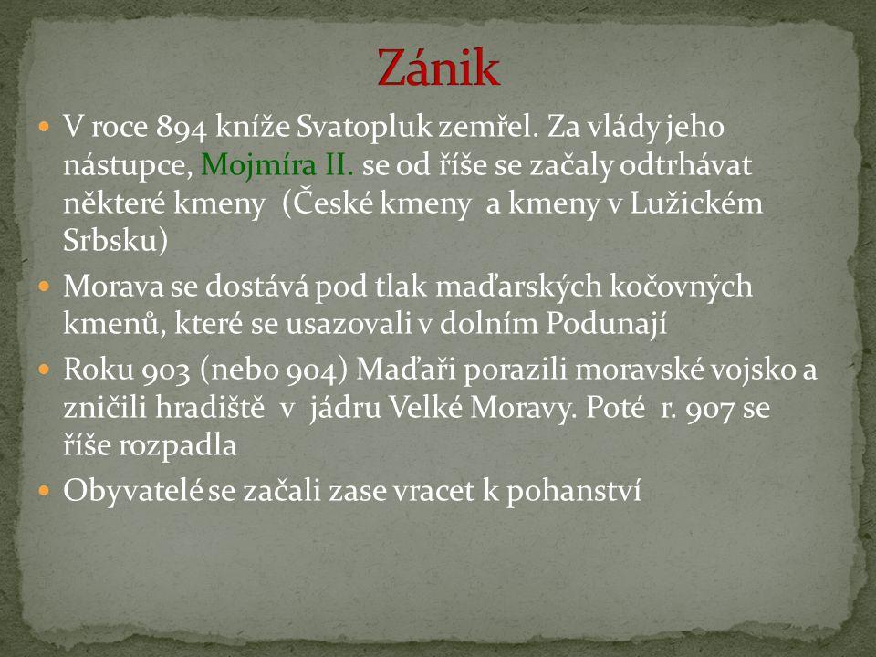 V roce 894 kníže Svatopluk zemřel. Za vlády jeho nástupce, Mojmíra II. se od říše se začaly odtrhávat některé kmeny (České kmeny a kmeny v Lužickém Sr