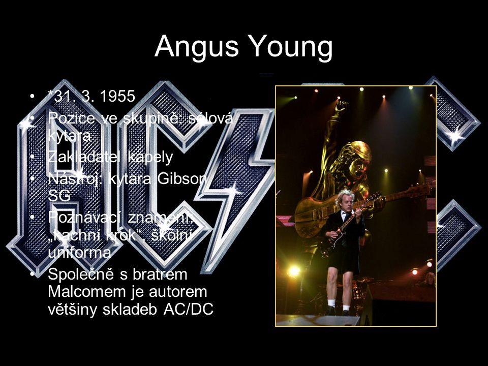 """Angus Young *31. 3. 1955 Pozice ve skupině: sólová kytara Zakladatel kapely Nástroj: kytara Gibson SG Poznávací znamení: """"kachní krok"""", školní uniform"""