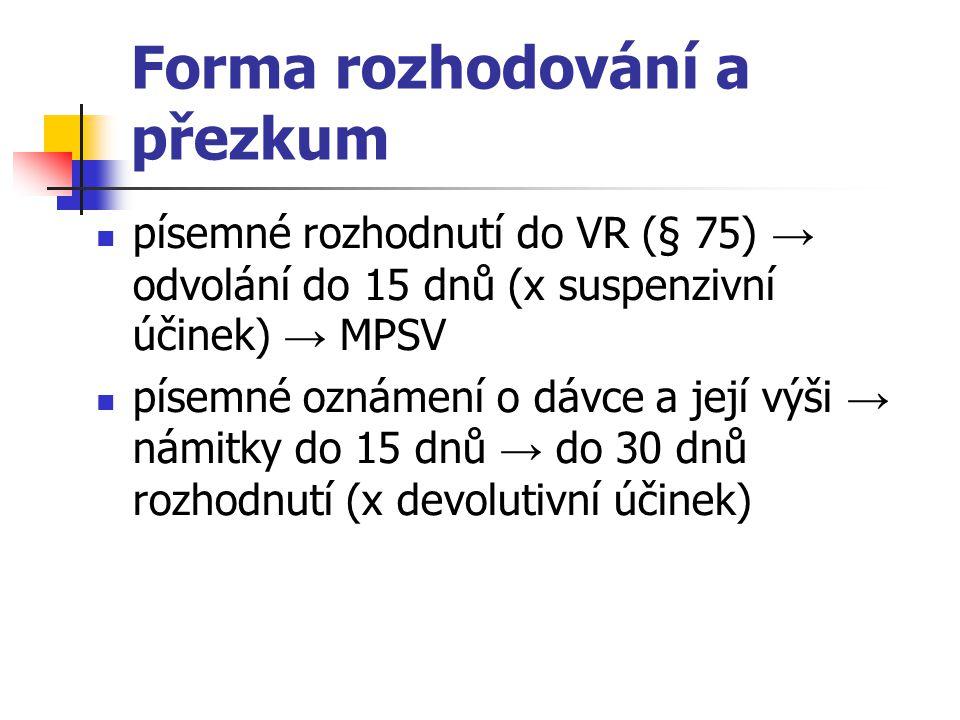Forma rozhodování a přezkum písemné rozhodnutí do VR (§ 75) → odvolání do 15 dnů (x suspenzivní účinek) → MPSV písemné oznámení o dávce a její výši →