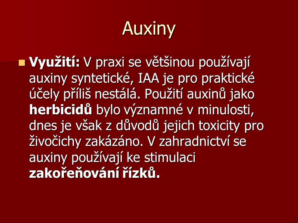 Auxiny Využití: V praxi se většinou používají auxiny syntetické, IAA je pro praktické účely příliš nestálá. Použití auxinů jako herbicidů bylo významn