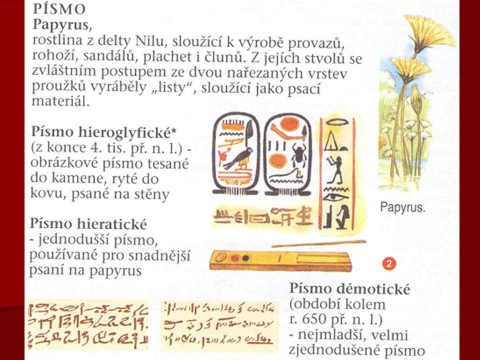 MUMIFIKACE   Egypťané věřili, že duše zemřelého sice odchází do říše mrtvých, ale je stále spojena se svým tělem   zachování těla se zajišťovalo MUMIFIKACÍ   ta byla dvojí: přirozená (v písku) a umělá   umělou mumifikaci prováděli několik týdnů BALZAMOVAČI (pomocí hydroxidu sodného)   vnitřní orgány kromě srdce a ledvin ukládali do KANOP   vysušené tělo obalili obinadly mezi něž vkládali amulety s verši z Knihy mrtvých   poté bylo tělo uloženo do SARKOFÁGU