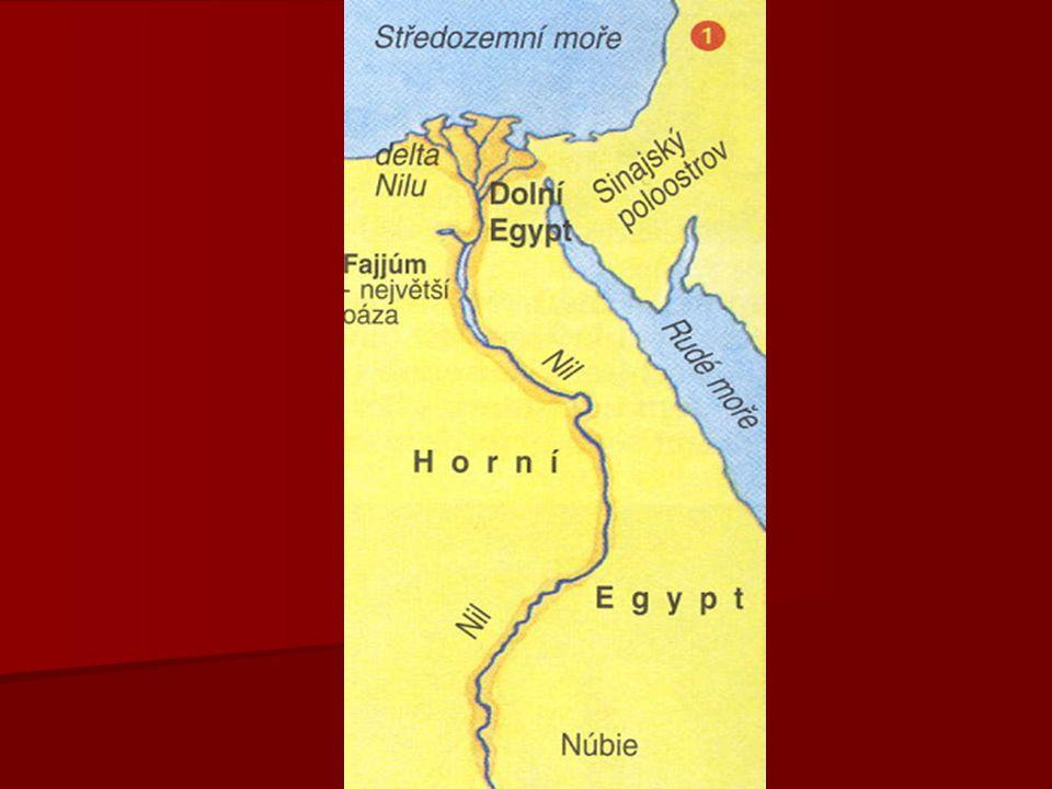 ORGANIZACE STÁTU   panovníkem byl FARAÓN (také farao)   prý se do něho vtěloval bůh Hór nebo Ré   faraón měl moc  náboženskou, vojenskou, administrativní, soudcovskou  těmi pověřoval své úředníky   nejvyšším královským úředníkem byl vezír   správci krajů byli nomarchové (42 krajů – nómy)   nomarchou byli jmenováni šlechtici (později byla funkce nomarchy dědičná)