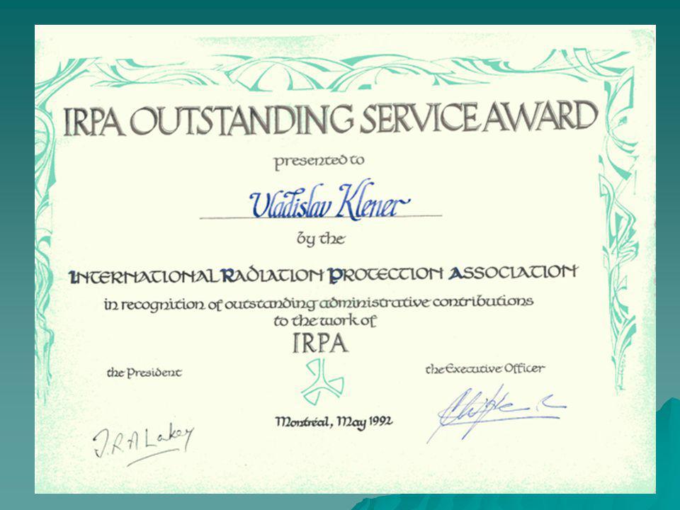 Jaký význam má členství v IRPA Člen IRPA se zřetelně identifikuje jako součást celosvětové rodiny odborníků v radiační ochraně Primární význam mají aktivity v národní společnosti přidružené v IRPA Technické a materiální výhody (informo- vanost, právo volit reprezentanty) nejsou podstatné a nemohou být hlavním důvodem vstupu do národní společnosti a tím do IRPA