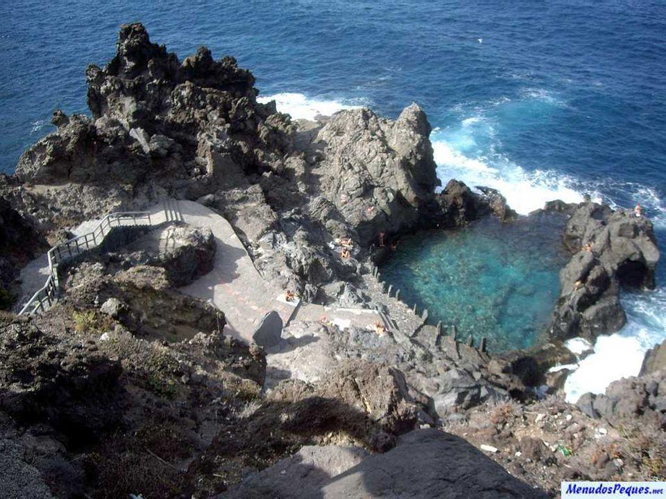 Kanárské ostrovy jsou autonomní společenství Španělska a souostroví sedmi hlavních ostrovů a několika dalších menších ostrůvků sopečného původu západně od pobřeží Maroka a Západní Sahary.