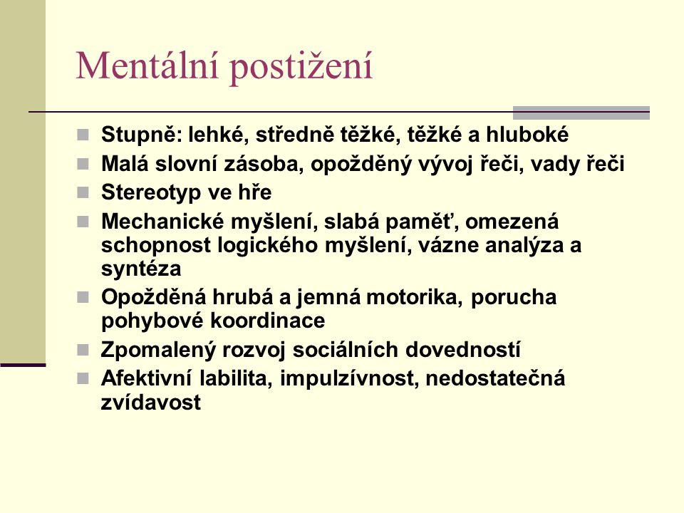 Mentální postižení Stupně: lehké, středně těžké, těžké a hluboké Malá slovní zásoba, opožděný vývoj řeči, vady řeči Stereotyp ve hře Mechanické myšlen