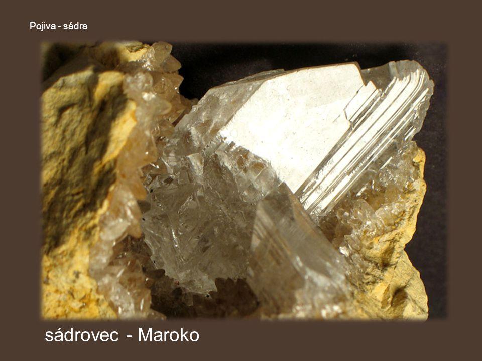 Pojiva – sádra Vlastnosti sádry hydratuje (tuhne) různě rychle (podle výroby) je hygroskopická (přijímá vzdušnou vlhkost) značně pórovitá (nebezpečí koroze kov.