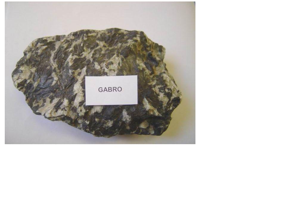 Výlevné (povrchové) vyvřeliny magma rychle chladne →nestačí řádně vykrystalizovat →jemnozrnné až celistvé s póry po plynech