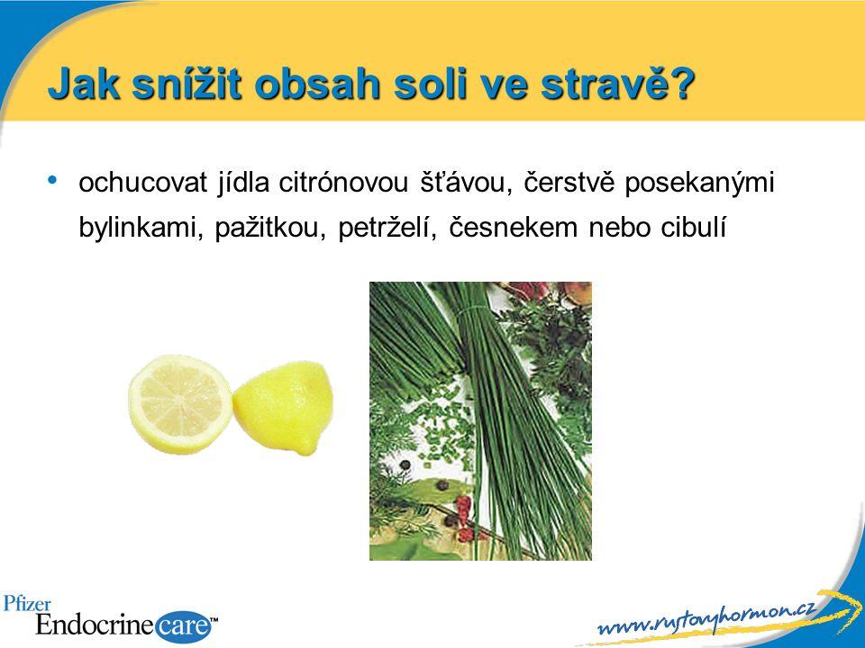 ochucovat jídla citrónovou šťávou, čerstvě posekanými bylinkami, pažitkou, petrželí, česnekem nebo cibulí Jak snížit obsah soli ve stravě?