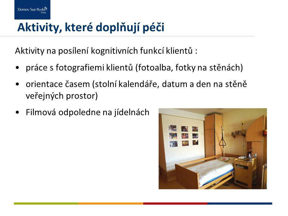 Aktivity na posílení kognitivních funkcí klientů : práce s fotografiemi klientů (fotoalba, fotky na stěnách) orientace časem (stolní kalendáře, datum