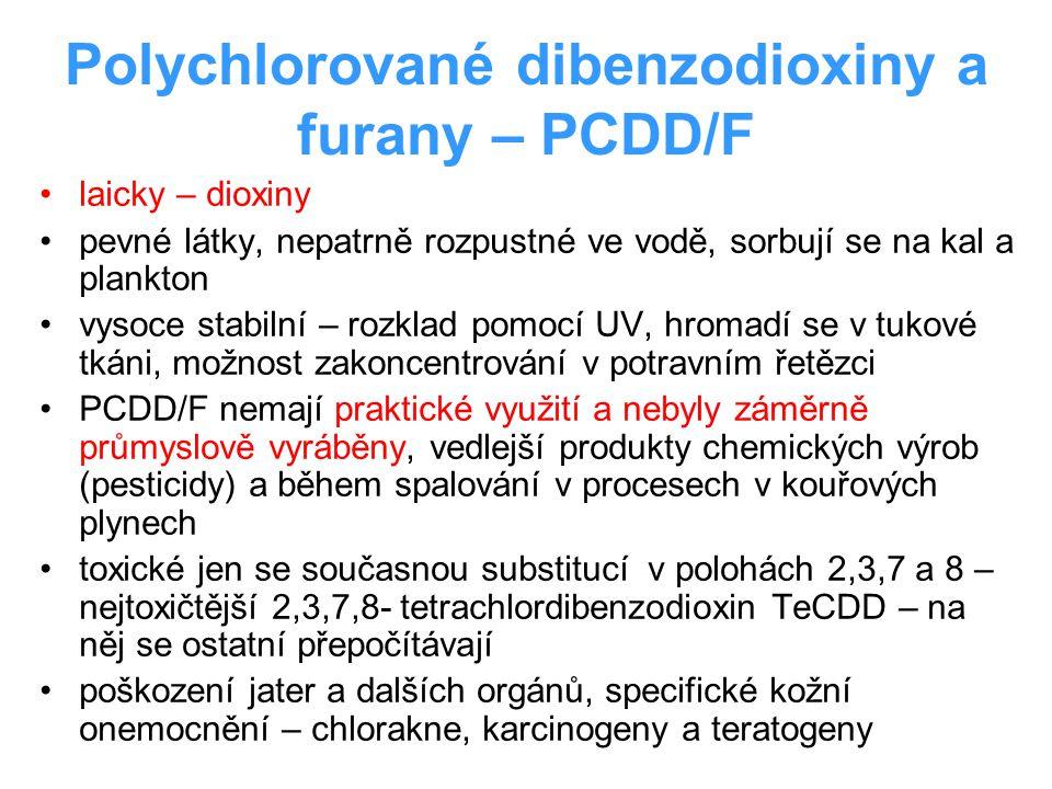 Polychlorované dibenzodioxiny a furany – PCDD/F laicky – dioxiny pevné látky, nepatrně rozpustné ve vodě, sorbují se na kal a plankton vysoce stabilní