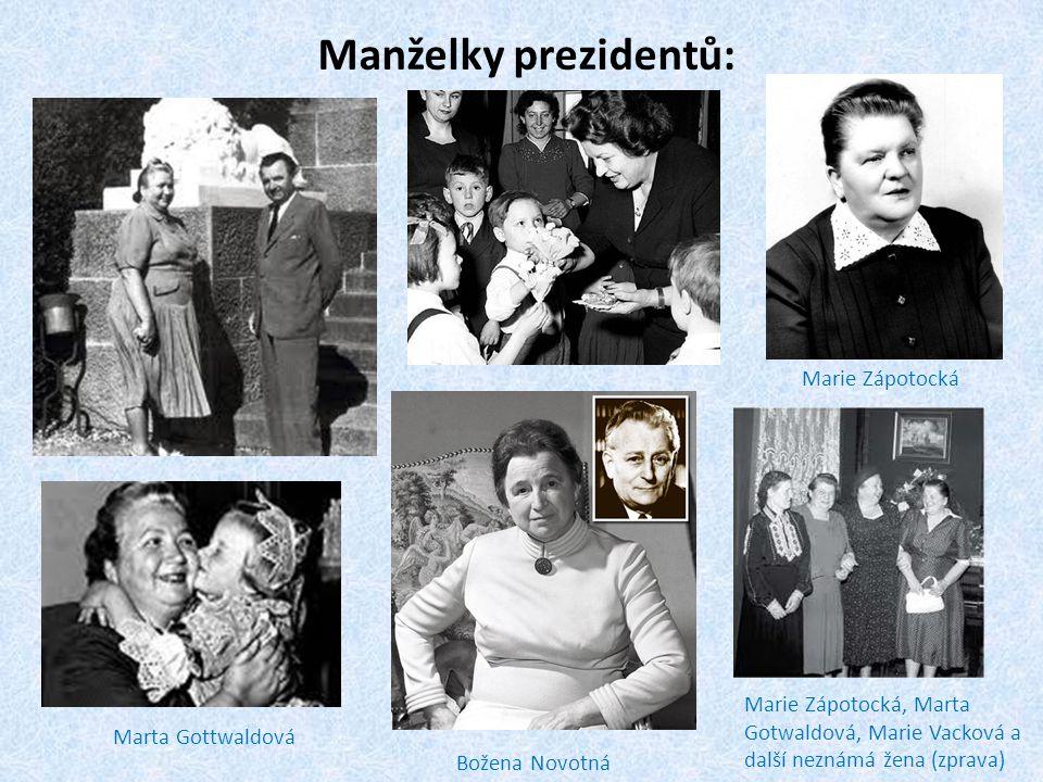 Manželky prezidentů: Marta Gottwaldová Marie Zápotocká Božena Novotná Marie Zápotocká, Marta Gotwaldová, Marie Vacková a další neznámá žena (zprava)