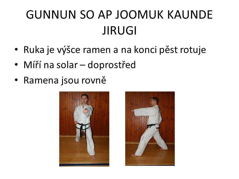 GUNNUN SO AP JOOMUK KAUNDE JIRUGI Ruka je výšce ramen a na konci pěst rotuje Míří na solar – doprostřed Ramena jsou rovně