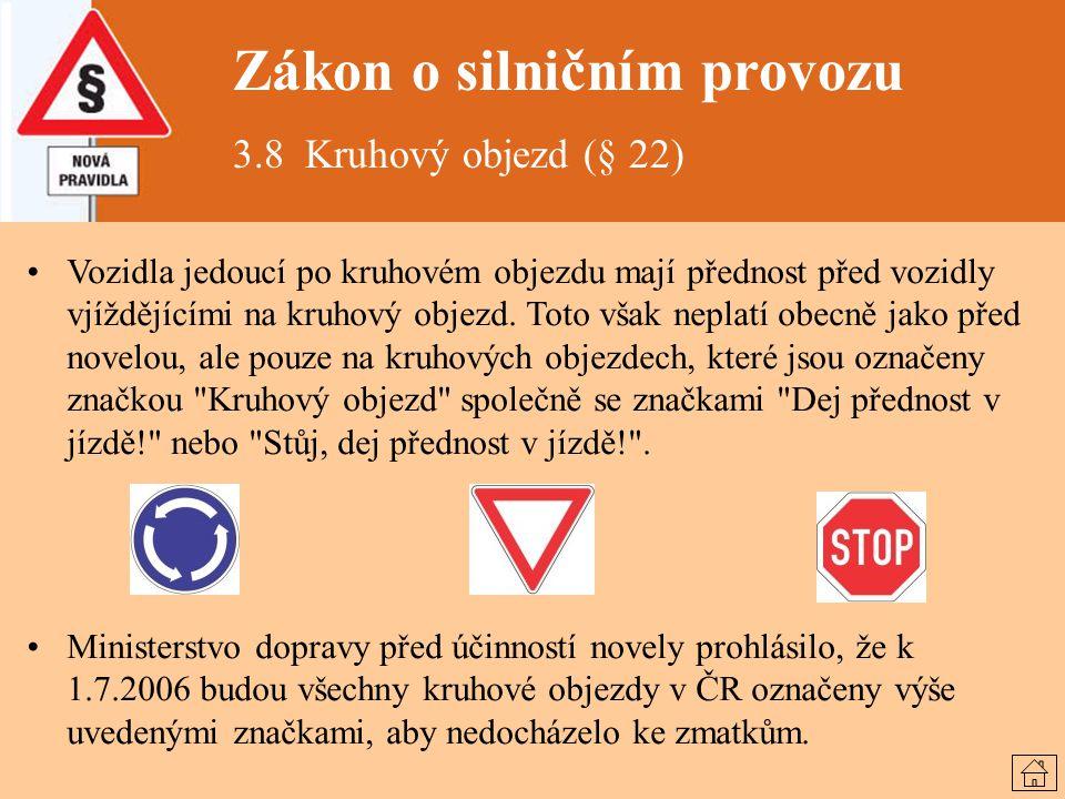 Zákon o silničním provozu 3.8 Kruhový objezd (§ 22) Vozidla jedoucí po kruhovém objezdu mají přednost před vozidly vjíždějícími na kruhový objezd. Tot
