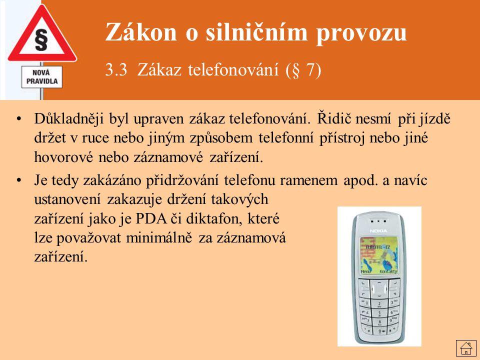 Zákon o silničním provozu 3.3 Zákaz telefonování (§ 7) Důkladněji byl upraven zákaz telefonování. Řidič nesmí při jízdě držet v ruce nebo jiným způsob
