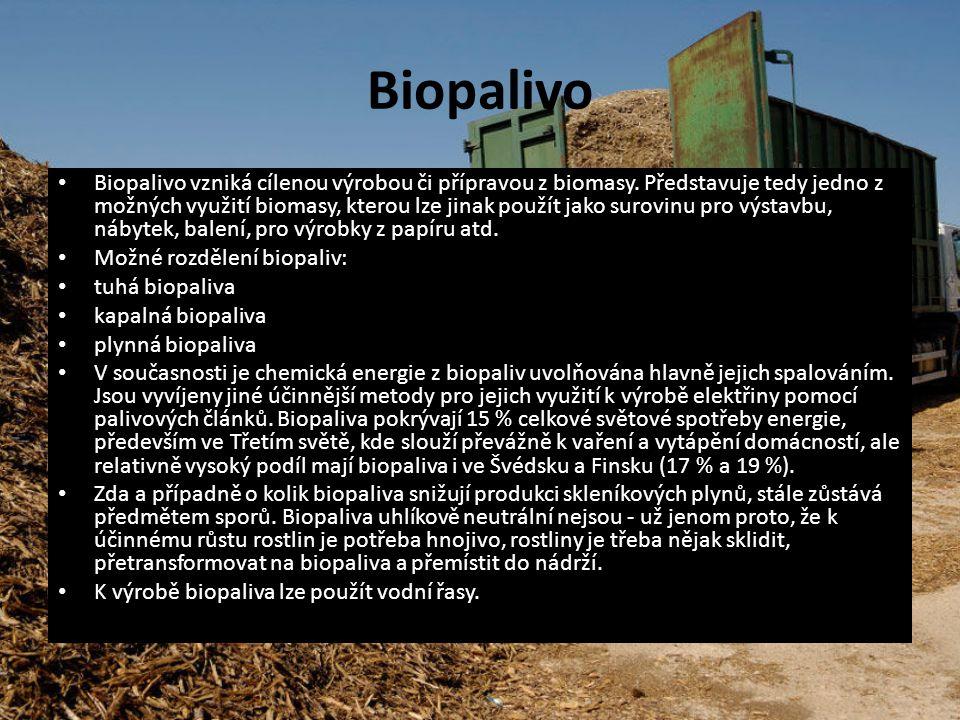 Biopalivo Biopalivo vzniká cílenou výrobou či přípravou z biomasy. Představuje tedy jedno z možných využití biomasy, kterou lze jinak použít jako suro