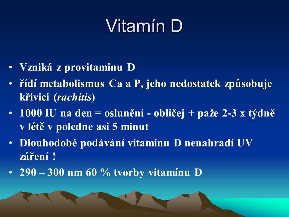 Vitamín D Vzniká z provitaminu D řídí metabolismus Ca a P, jeho nedostatek způsobuje křivici (rachitis) 1000 IU na den = oslunění - obličej + paže 2-3