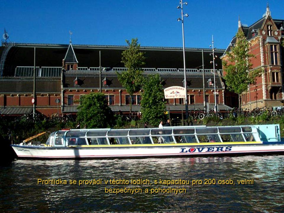 Prohlídka se provádí v těchto lodích, s kapacitou pro 200 osob, velmi bezpečných a pohodlných