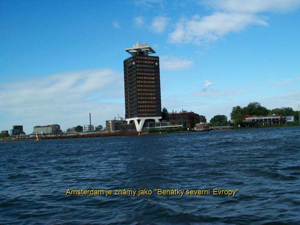 Výchozí bod pro lodě - krásný kostel Sv. Mikuláše