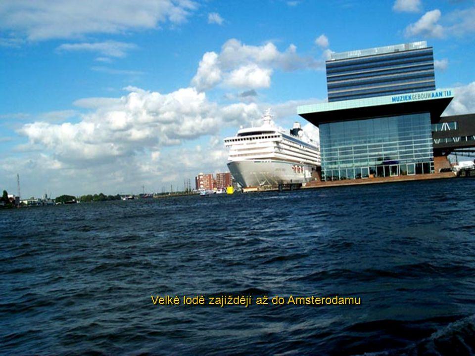 Velké lodě zajíždějí až do Amsterodamu