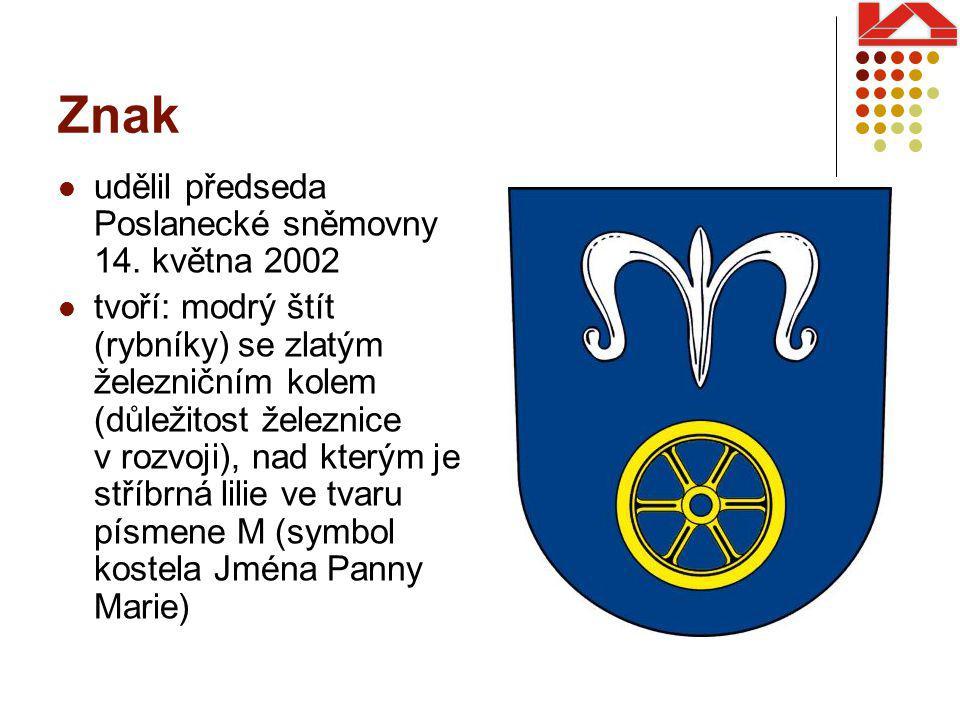 Znak udělil předseda Poslanecké sněmovny 14. května 2002 tvoří: modrý štít (rybníky) se zlatým železničním kolem (důležitost železnice v rozvoji), nad