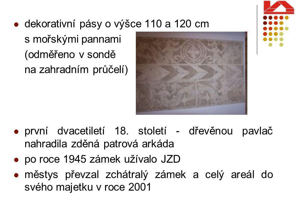 dekorativní pásy o výšce 110 a 120 cm s mořskými pannami (odměřeno v sondě na zahradním průčelí) první dvacetiletí 18.