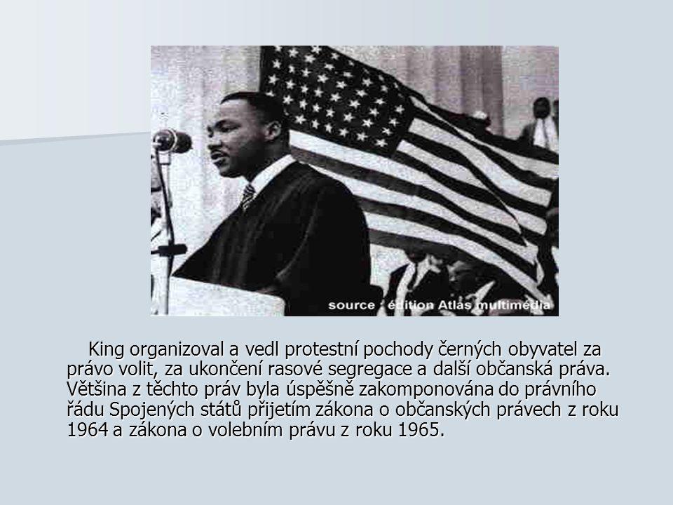 King organizoval a vedl protestní pochody černých obyvatel za právo volit, za ukončení rasové segregace a další občanská práva. Většina z těchto práv