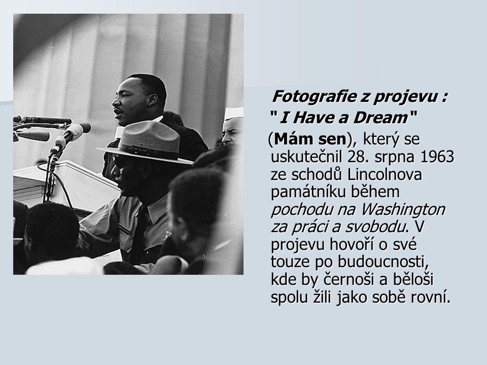 """Fotografie z projevu : Fotografie z projevu : """" I Have a Dream"""" """" I Have a Dream"""" (Mám sen), který se uskutečnil 28. srpna 1963 ze schodů Lincolnova p"""