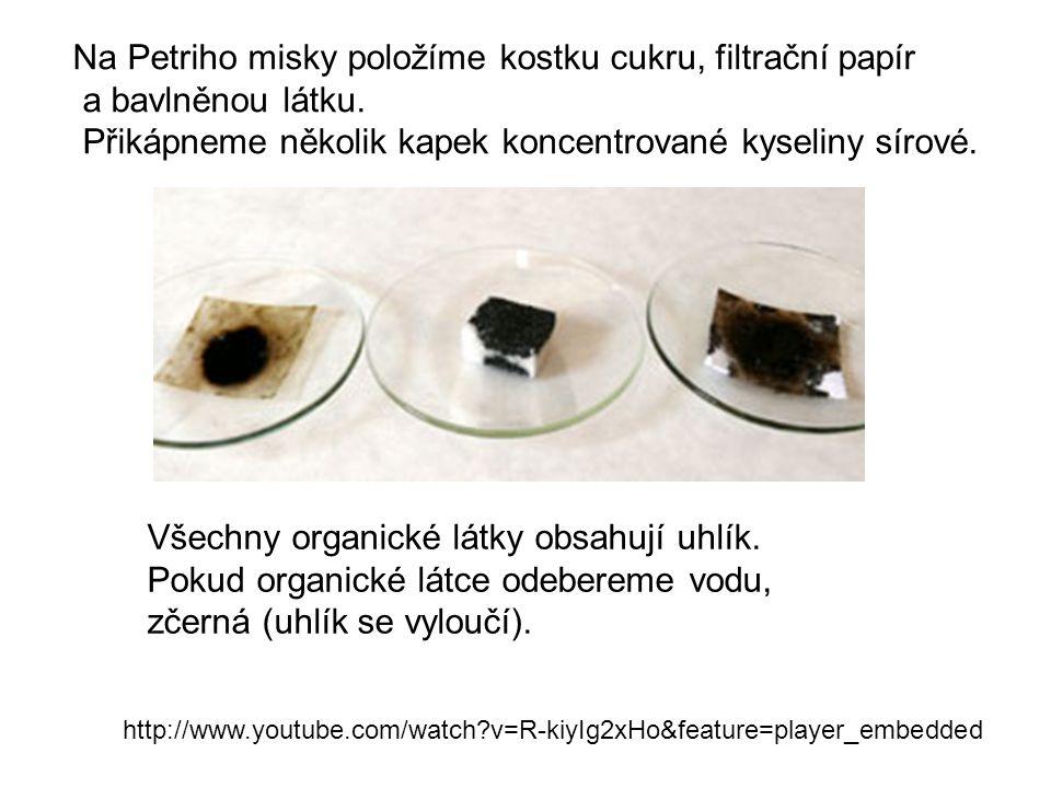 Na Petriho misky položíme kostku cukru, filtrační papír a bavlněnou látku. Přikápneme několik kapek koncentrované kyseliny sírové. http://www.youtube.