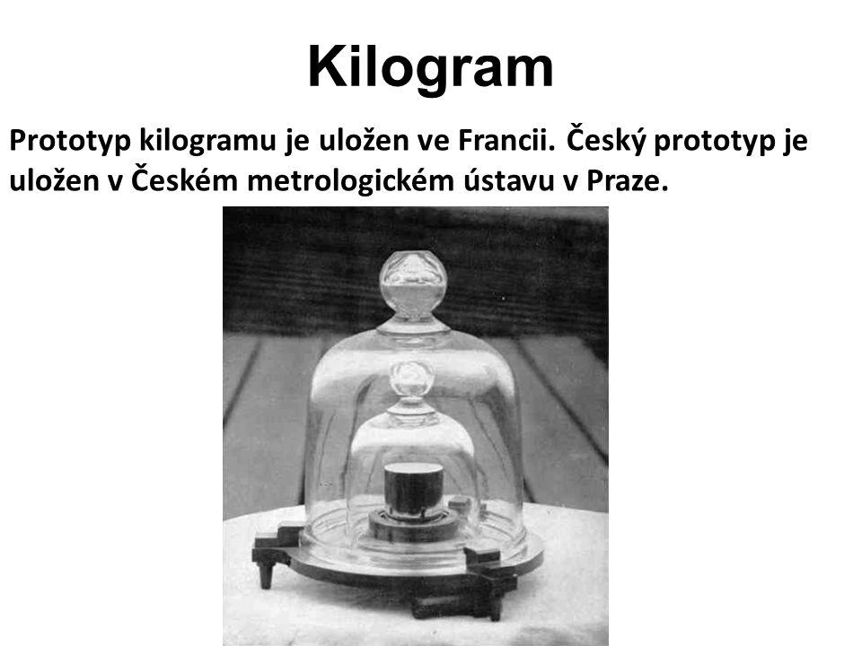 Kilogram je jednotka SI, která je definovaná pomocí prototypu a ne fyzikální definicí.