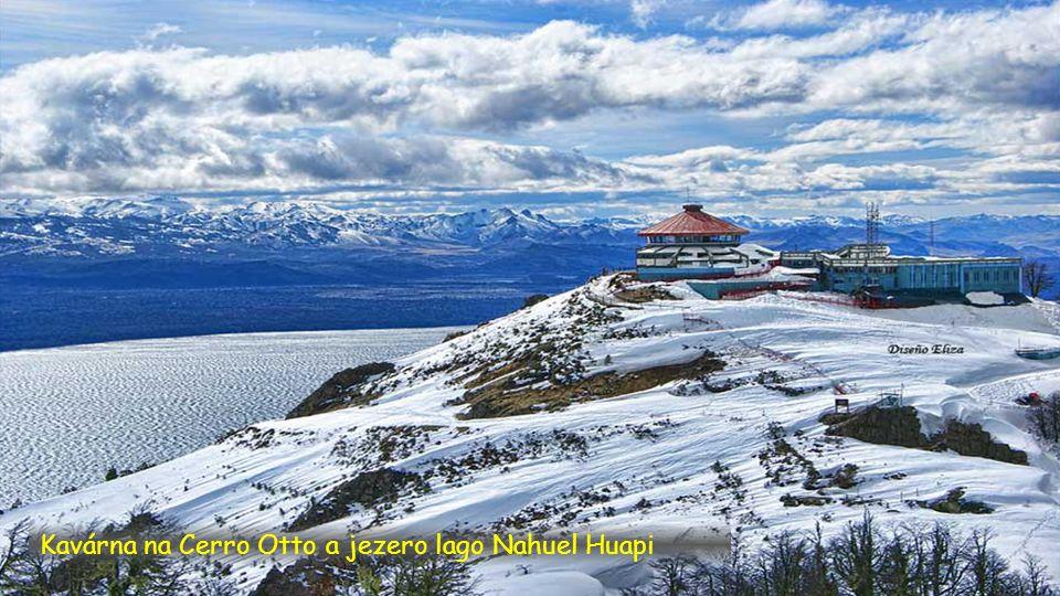 Jezero lago Nahuel Huapi z Cerro Otto 1.405 m.