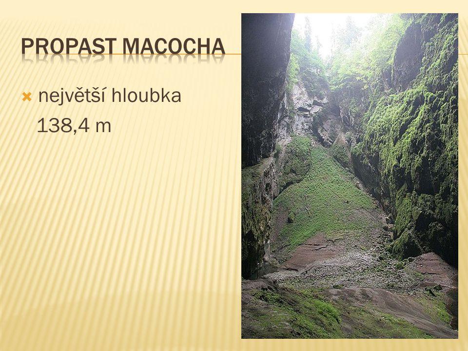  největší hloubka 138,4 m