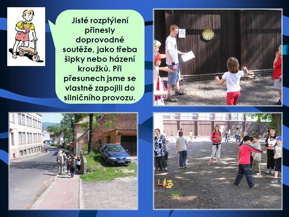 Ach jo... Dopravní soutěž není jen ježdění na kole, ale i značky a řešení situací na papíře.