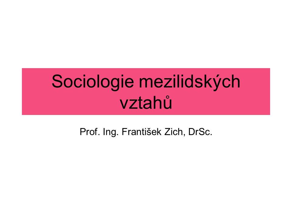 Základní tematické celky: Člověk jako produkt společenských činností – společnost jako přírodně historický proces.
