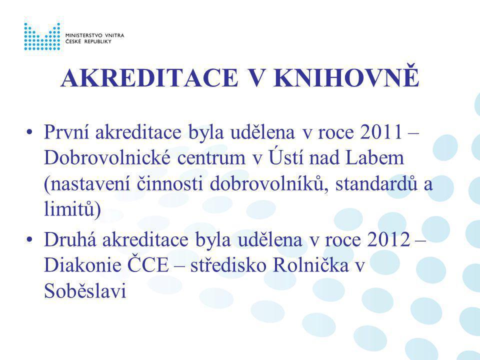 AKREDITACE V KNIHOVNĚ První akreditace byla udělena v roce 2011 – Dobrovolnické centrum v Ústí nad Labem (nastavení činnosti dobrovolníků, standardů a limitů) Druhá akreditace byla udělena v roce 2012 – Diakonie ČCE – středisko Rolnička v Soběslavi