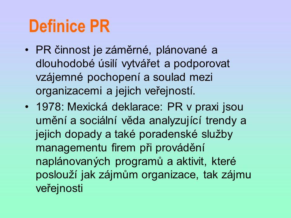 Definice PR PR činnost je záměrné, plánované a dlouhodobé úsilí vytvářet a podporovat vzájemné pochopení a soulad mezi organizacemi a jejich veřejnost