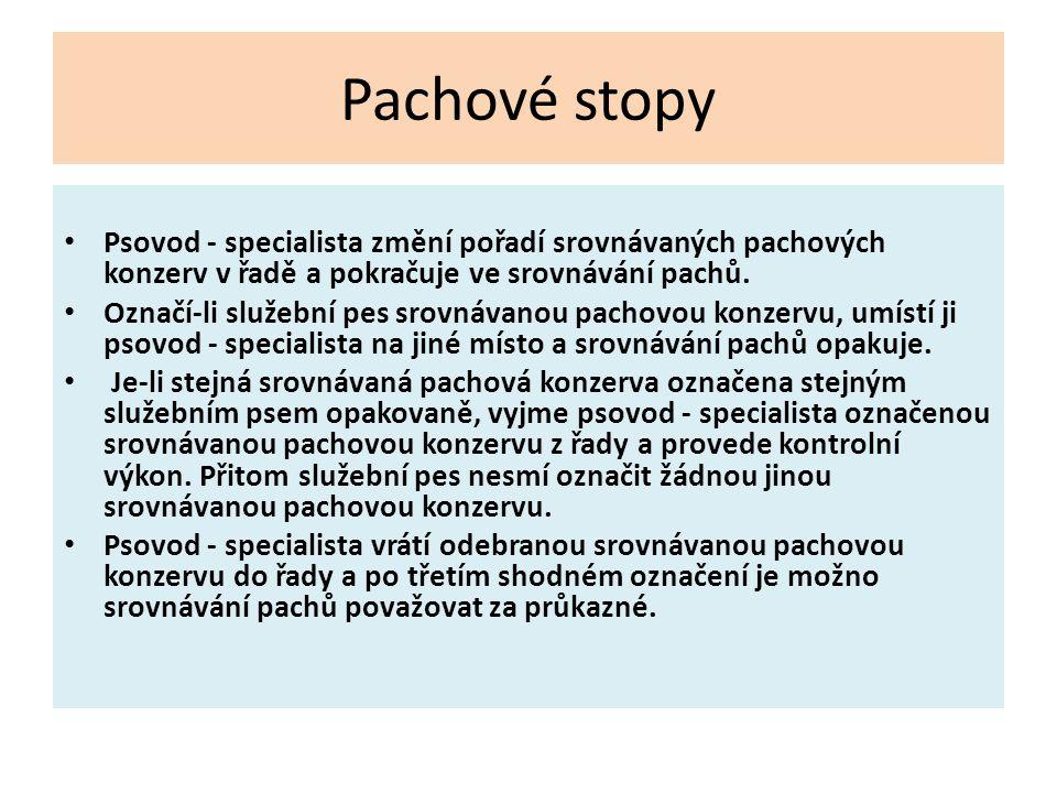 Pachové stopy Psovod - specialista změní pořadí srovnávaných pachových konzerv v řadě a pokračuje ve srovnávání pachů. Označí-li služební pes srovnáva