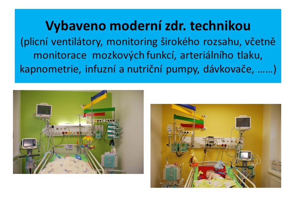 Vybaveno moderní zdr. technikou (plicní ventilátory, monitoring širokého rozsahu, včetně monitorace mozkových funkcí, arteriálního tlaku, kapnometrie,