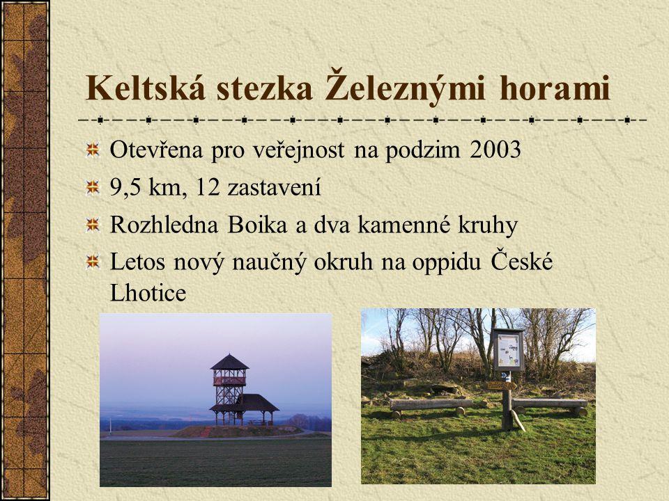 Keltská stezka Železnými horami Otevřena pro veřejnost na podzim 2003 9,5 km, 12 zastavení Rozhledna Boika a dva kamenné kruhy Letos nový naučný okruh na oppidu České Lhotice