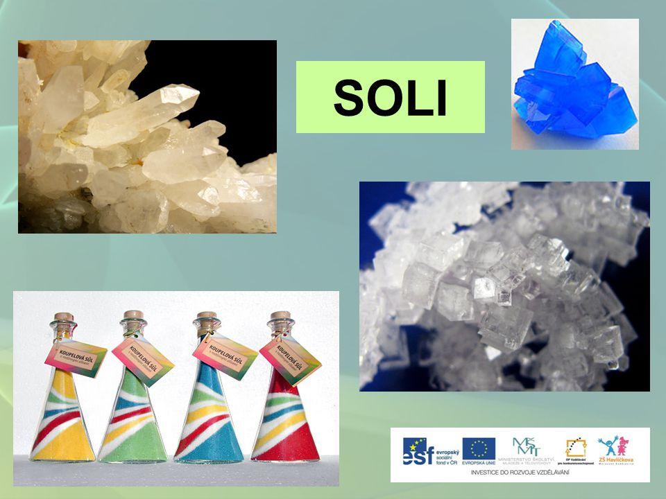 velmi početná skupina anorganických látek chemické sloučeniny, které tvoří a kationt kovuaniont kyseliny Názvosloví solí K NO 3 dusičnan draselný odvozeno od názvu kyseliny odvozeno od názvu kationtu K NO 3